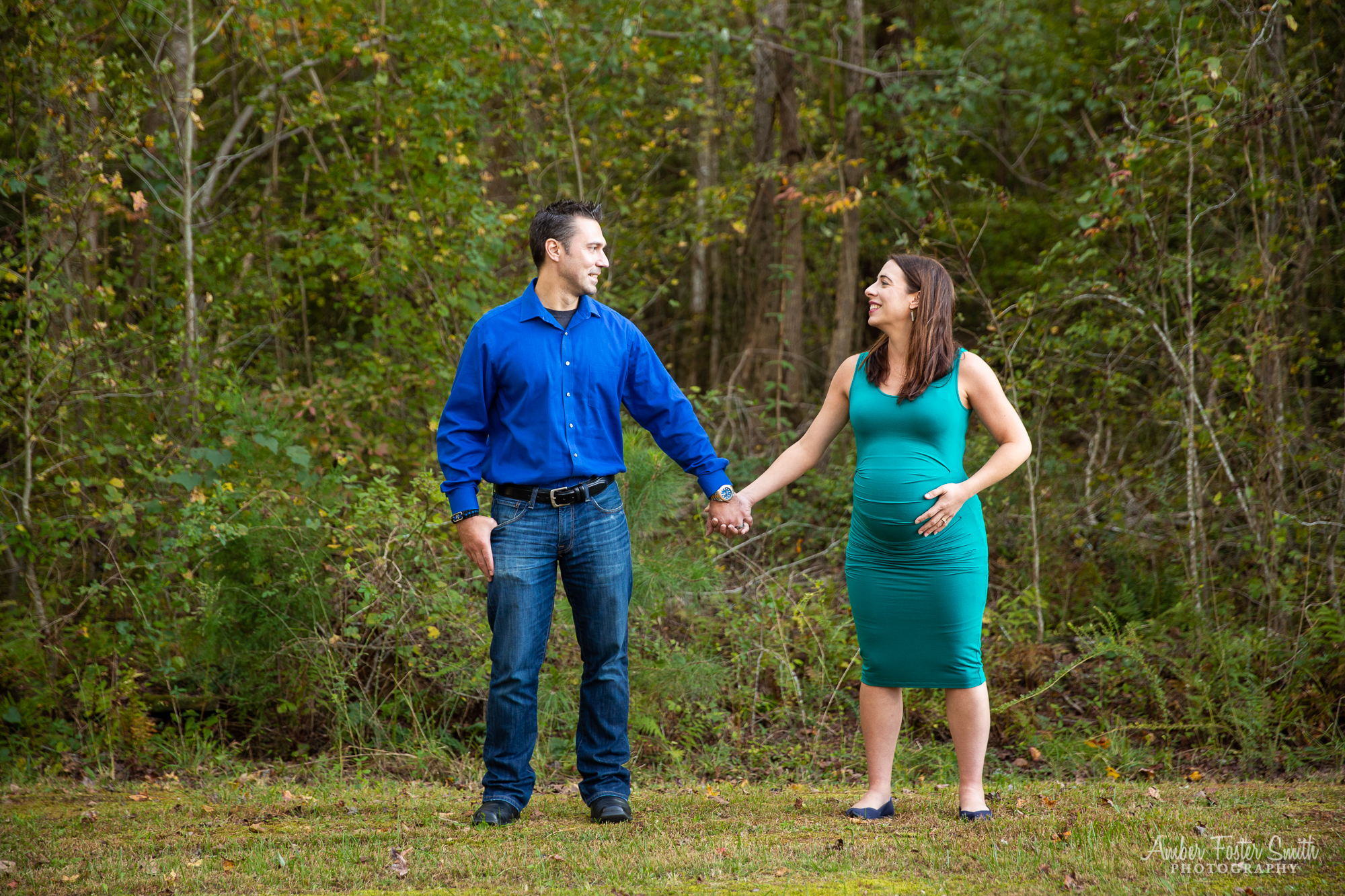 Pregnant woman and man laughing